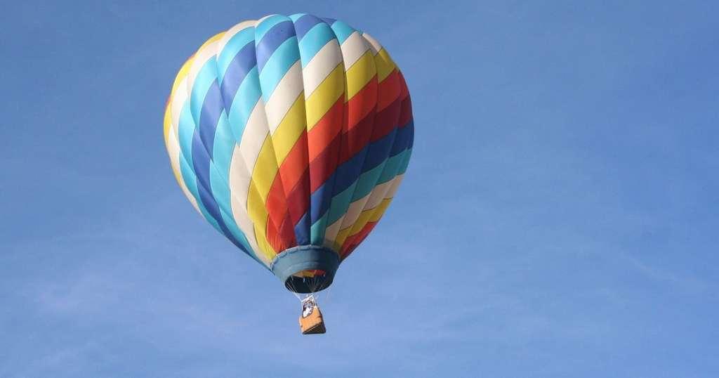 Австралийка нырнула в воду с воздушного шара