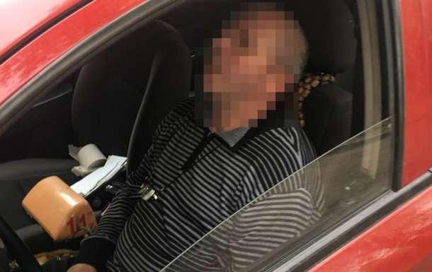 Водитель уснул во время общения с полицейскими