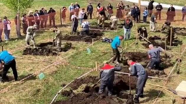 В России провели чемпионат по скоростной копке могил