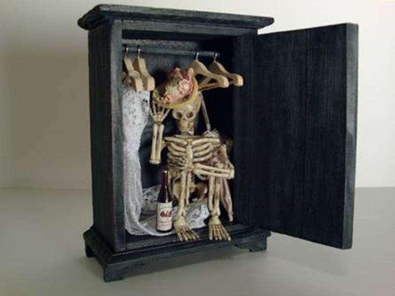 Мужчина хранил человеческий скелет в доме