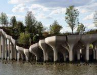 В Нью-Йорке открыли остров-парк на колоннах