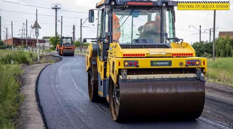 На Днепропетровщине продолжают капитальный ремонт автомагистралей (фото)