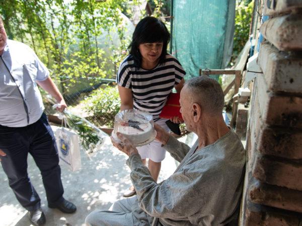 Нещодавно один з довгожителів міста Самойлов Микола Герасимович відсвяткував ювілей — йому виповнилося 100 років! (70560)