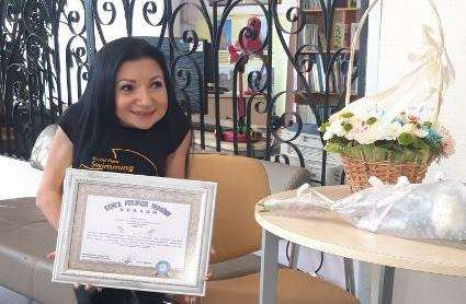 Уникальной жительнице Днепропетровской области вручили награду за рекорд Украины (фото)