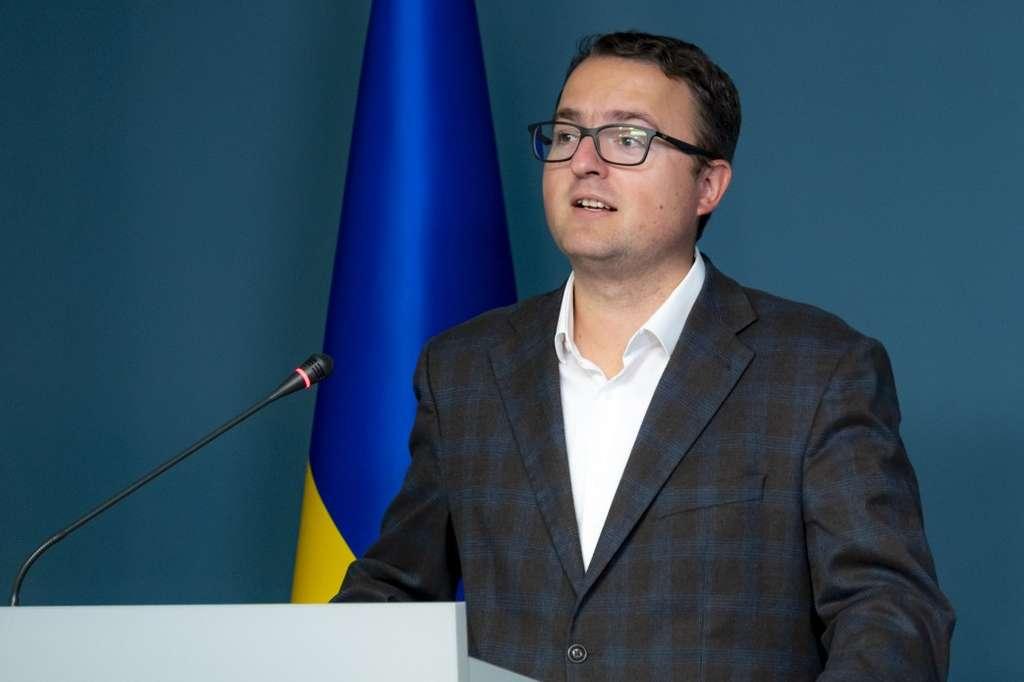 Антон Кориневич: Переважна більшість українців вважає окупацію Криму та конфлікт на Донбасі частиною одного збройного конфлікту, спричиненого Росією
