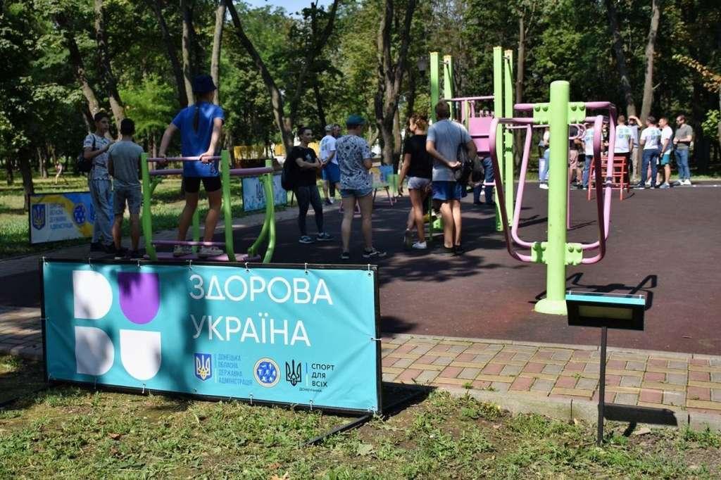 У межах програми Президента «Здорова Україна» розпочинається встановлення спортивних майданчиків, які будуть фактично в кожному дворі