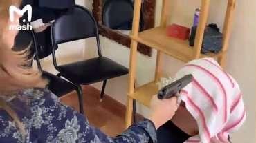 В России COVID-19 лечат крапивными пулями: стреляют в голову